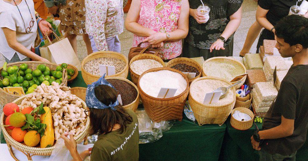 พาเดิน K Village Farmers' Market มาร์เก็ตสำหรับสายเฮลตี้ ที่ K Village